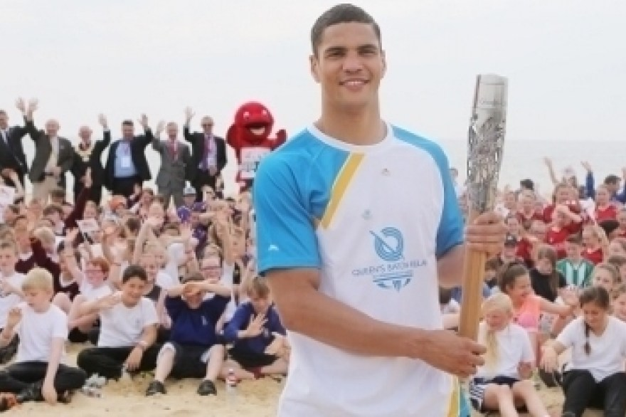 Anthony Ogogo shows his support for Team England